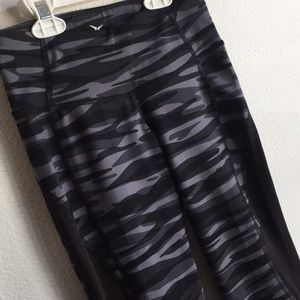 Old Navy Active Go-Dry Workout Capris